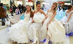 Флешмоб невест в Иркутске: самые красивые девушки в подвенечных платьях