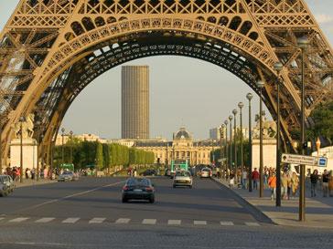 Эйфелева башня пока недоступна для туристов