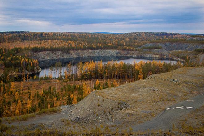 Карьер «Лазурный», осень на Урале