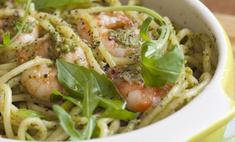 Спагетти с соусом песто и королевскими креветками