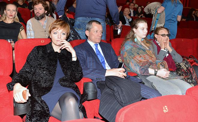 Дарья Повереннова со спутником и Светлана Тома с внучкой Машей фото