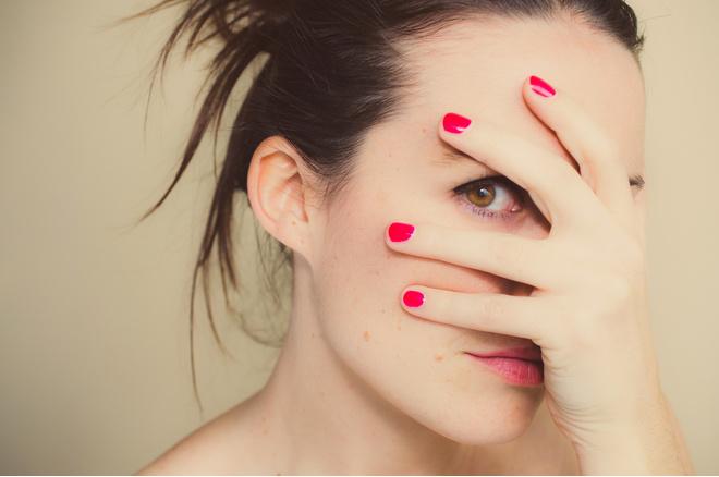как скрывать эмоции