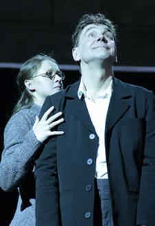 В новом театральном сезоне выйдут сразу два спектакля, главные роли в которых исполняет Сергей Маковецкий.