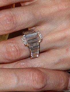 Брэду Питту (Brad Pitt) пришлось заплатить за обручальное кольцо для Анджелина Джоли (Angelina Jolie) 250 тысяч долларов