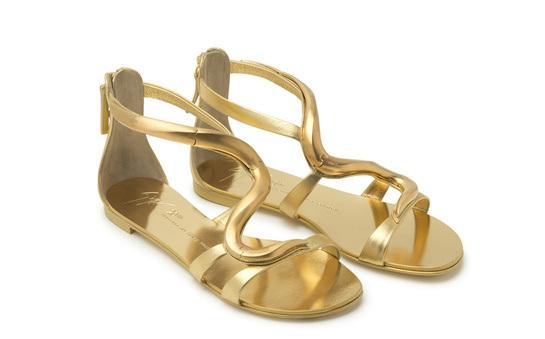 Модная обувь на плоской подошве