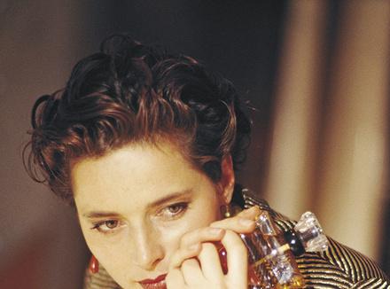 Актриса и модель Изабелла Росселлини, лицо аромата Trésor 1990 года, родилась в том же году, что и первый Trésor.