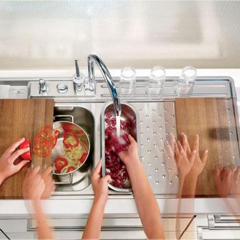 Мойка Vision 30 (Alveus). Просторное крыло служит удобной площадкой для обсушивания продуктов или посуды и легко превращается в рабочую поверхность для приготовления пищи