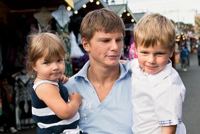 Андрей и его группа «Непоседы» – Яна с Артемом.