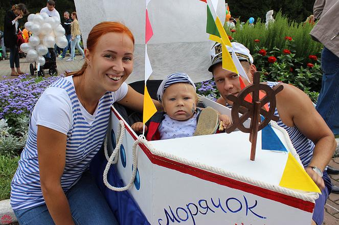 Екатерина и Артем Прутниковы, Парад колясок в Екатеринбурге 2016, фото