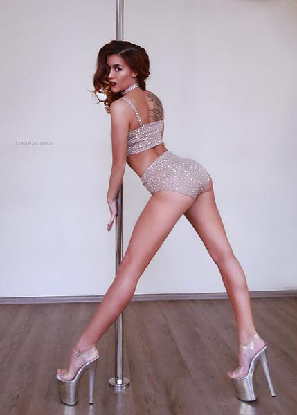 Девушка танцует в клубе без трусов смотреть онлайн — pic 6