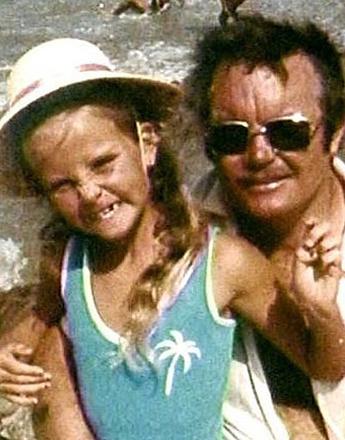 В детстве Шарлиз Терон любила играть с отцом