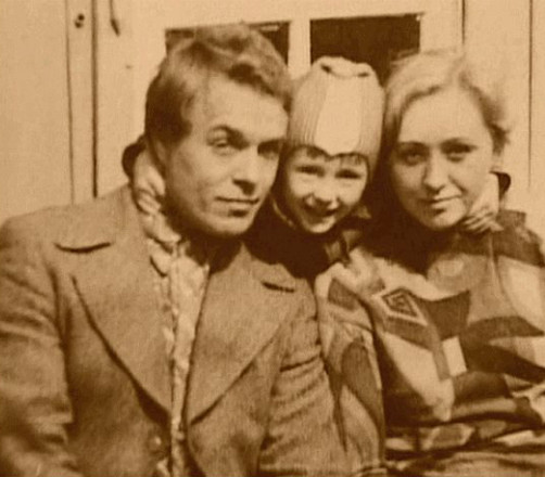 Сергей Безруков в детстве с родителями, фото