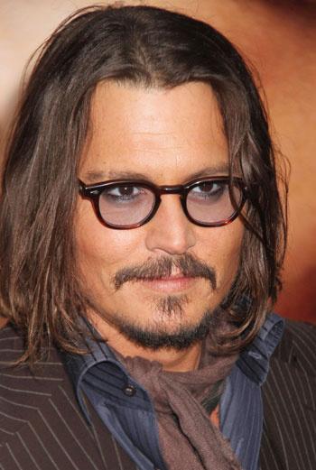 О романе Анджелины Джоли и Джонни Деппа заговорили год назад, когда продюсеры раскрыли содержание главной сцены их совместного фильма «Турист» – эротического эпизода в душе.