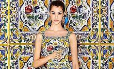 Сливаемся со стеной: новая коллекция платьев и сумок от D&G