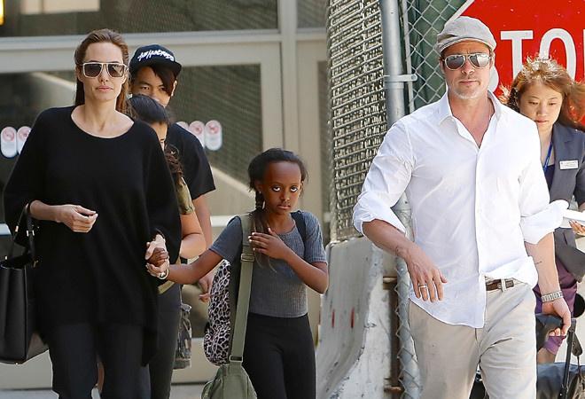 Джоли и Питт с детьми фото
