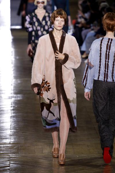Показ Ulyana Sergeenko на Неделе Haute Couture в Париже | галерея [1] фото [2]