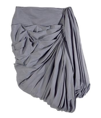 Объемный скульптурный силуэт – тоже кутюрная традиция, которой охотно следуют дизайнеры. Юбка-баллон La Perla.