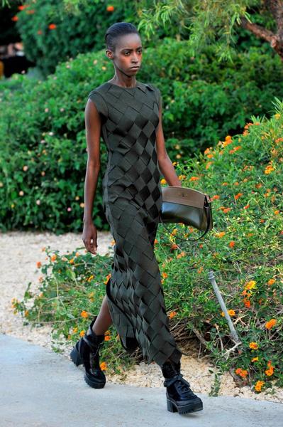 Показ круизной коллекции Louis Vuitton в Палм-Спринг   галерея [1] фото [16]