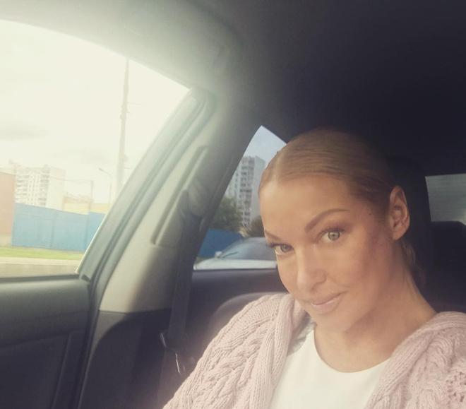 После безуспешной покраски волосы Анастасии Волочковой стали зелеными
