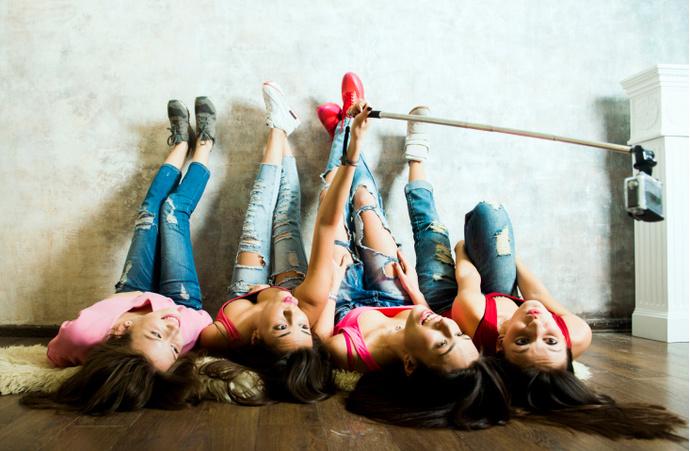 С четырьмя девчонками 5 фотография