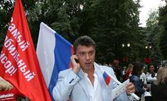 Бориса Немцова задержали на Новом Арбате