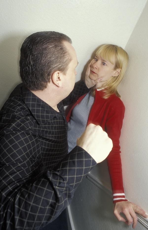 домашние насилие над женщинами