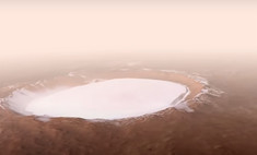 Как выглядит с высоты дроньего полета один из самых больших кратеров в Солнечной системе (видео)