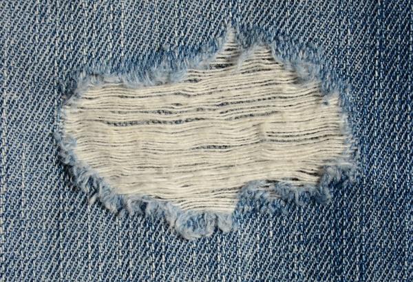 Как сделать дырки на джинсовке