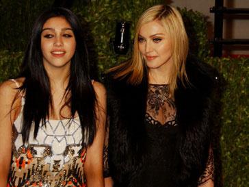 Мадонна (Madonna) провела несколько дней во Франции с семьей