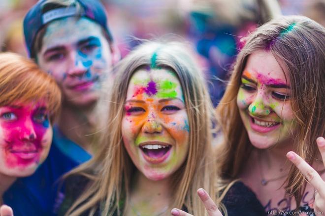 Фестиваль красок Холи в Казани 8 августа