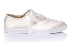 Французские дизайнеры выпустили свадебные кроссовки