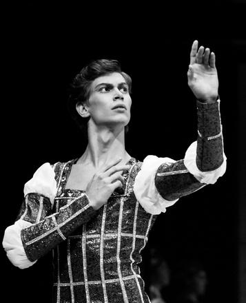 Егор Осокин на сцене красноярского театра оперы и балета