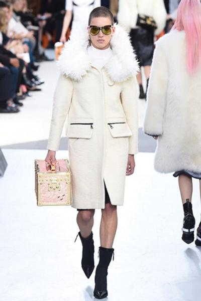 Неделя моды в Париже: показ Louis Vuitton ready-to-wear осень-зима 2015/16 | галерея [1] фото [19]