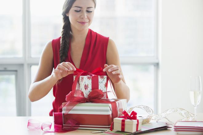 Выбрать подарок свекрови