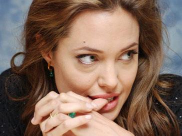 Анджелина Джоли (Angelina Jolie) подарила Брэду Питту участок в Калифорнии