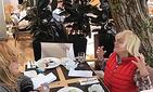 Вайкуле соблазняет Пугачеву нарушить диету и скушать сладенькое