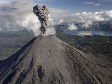Землетрясение близ Суматры разбудило вулкан