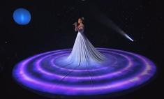 Джей Ло поразила публику платьем со спецэффектами