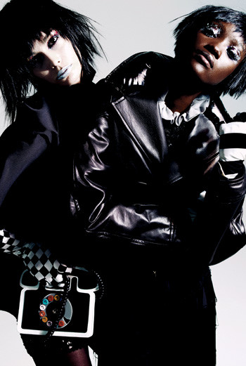 Cлева направо: шелковый жакет, Yves Saint Laurent; перчатки в клетку, LaCrasia; сумка-телефон, Yazbukey; колготки, Fogal; кожаный жакет, Givenchy by Riccardo Tisci; шелковая блуза, Zac Posen; винтажные брюки, Screaming Mimi's; перчатки, LaCrasia