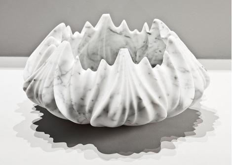 Мраморные вазы и столы от Захи Хадид   галерея [1] фото [2]