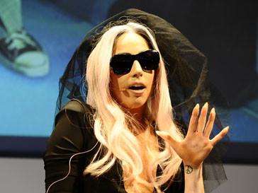 Леди ГаГа (Lady GaGa) готовится к церемонии