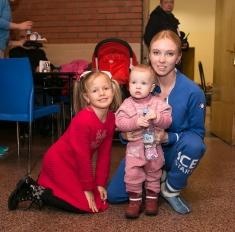 Важные гости: дочки Тотьмяниной и Ягудина на юбилее Тарасовой