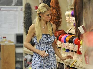 Пэрис Хилтон (Paris Hilton) стала владелицей новенького «феррари»