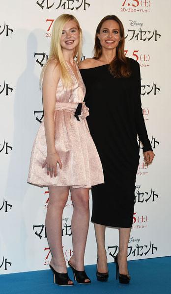 Анджелина Джоли и Элль Фаннинг на фотоколе в Токио