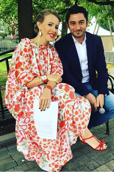 Беременная Ксения Собчак в платье Alexander Terekhov