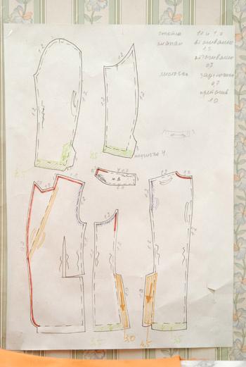 Для своих моделей Наталья не рисует эскизов, лишь выкройки, необходимые для работы швеи.