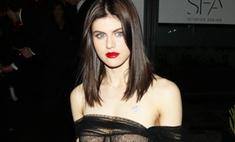 Роскошно! Актриса с пышной грудью надела «голое» платье