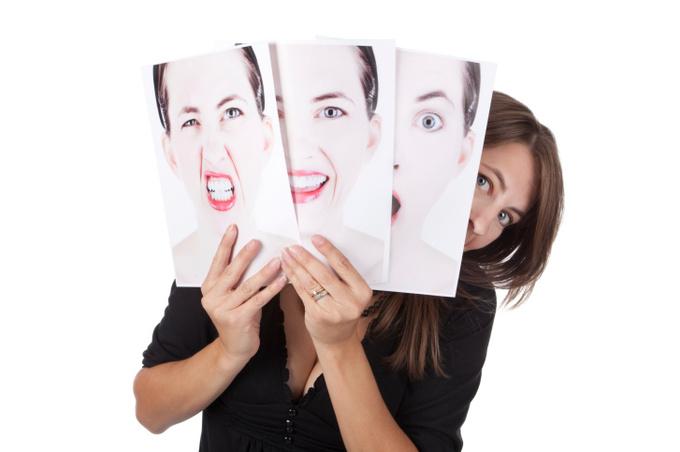 Женщина в разном настроении