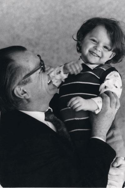 «Дедушка - это счатливая часть моего детства»