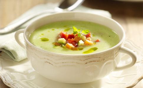 Летняя свежесть: 14 самых вкусных холодных супов